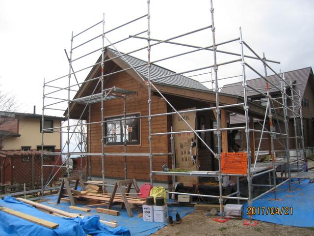OJ様邸は外壁塗装中です。