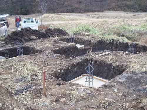 2012/12/04  五風十雨農場小屋増築工事、基礎工事中