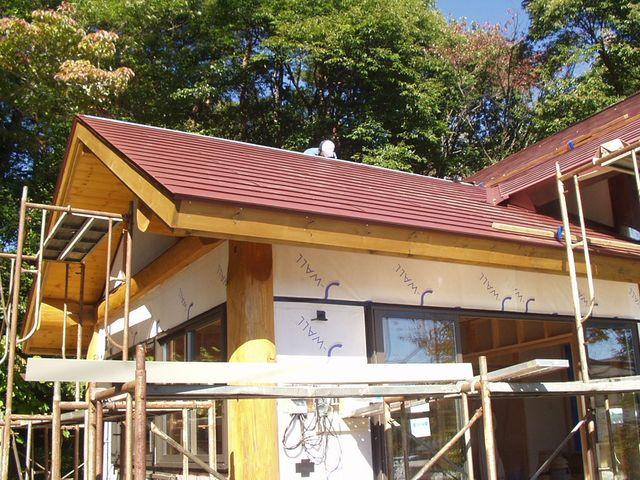 2012/10/19 北杜市TT様邸増改築工事は屋根を葺いています。