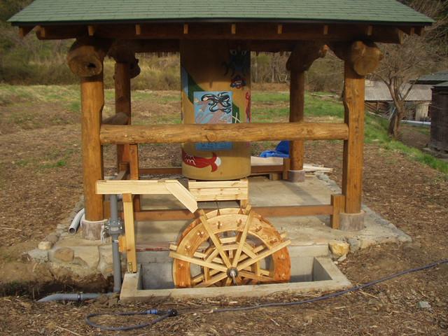 五風十雨農場の水車とマニ車完成しました。