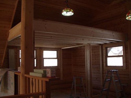 2013/01/30 ロフトに床を増設しています。