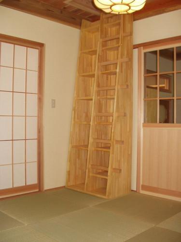 1階和室の箱階段