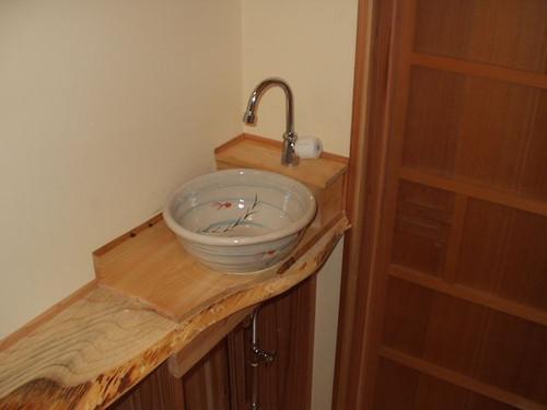 女性用トイレ内、手洗い